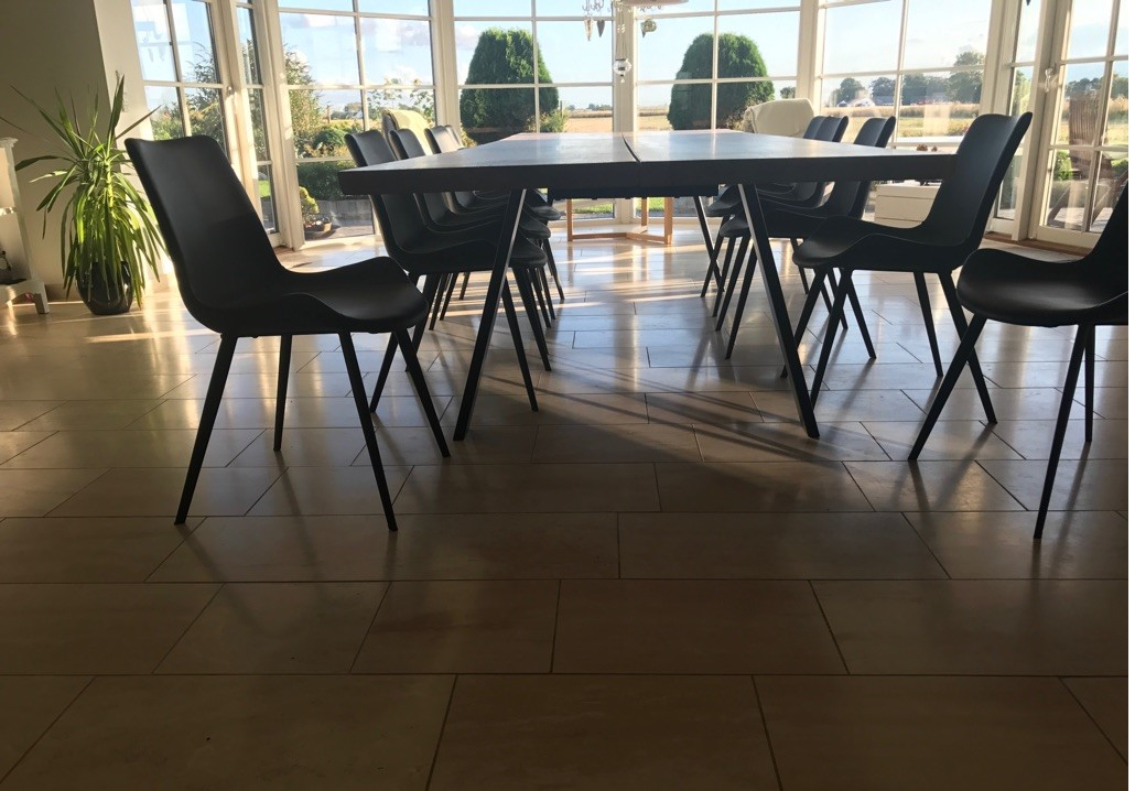 Olivenbord lavet af kunde