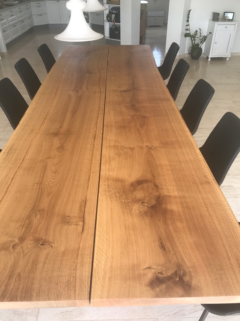 Mødebord lavet i egetræ